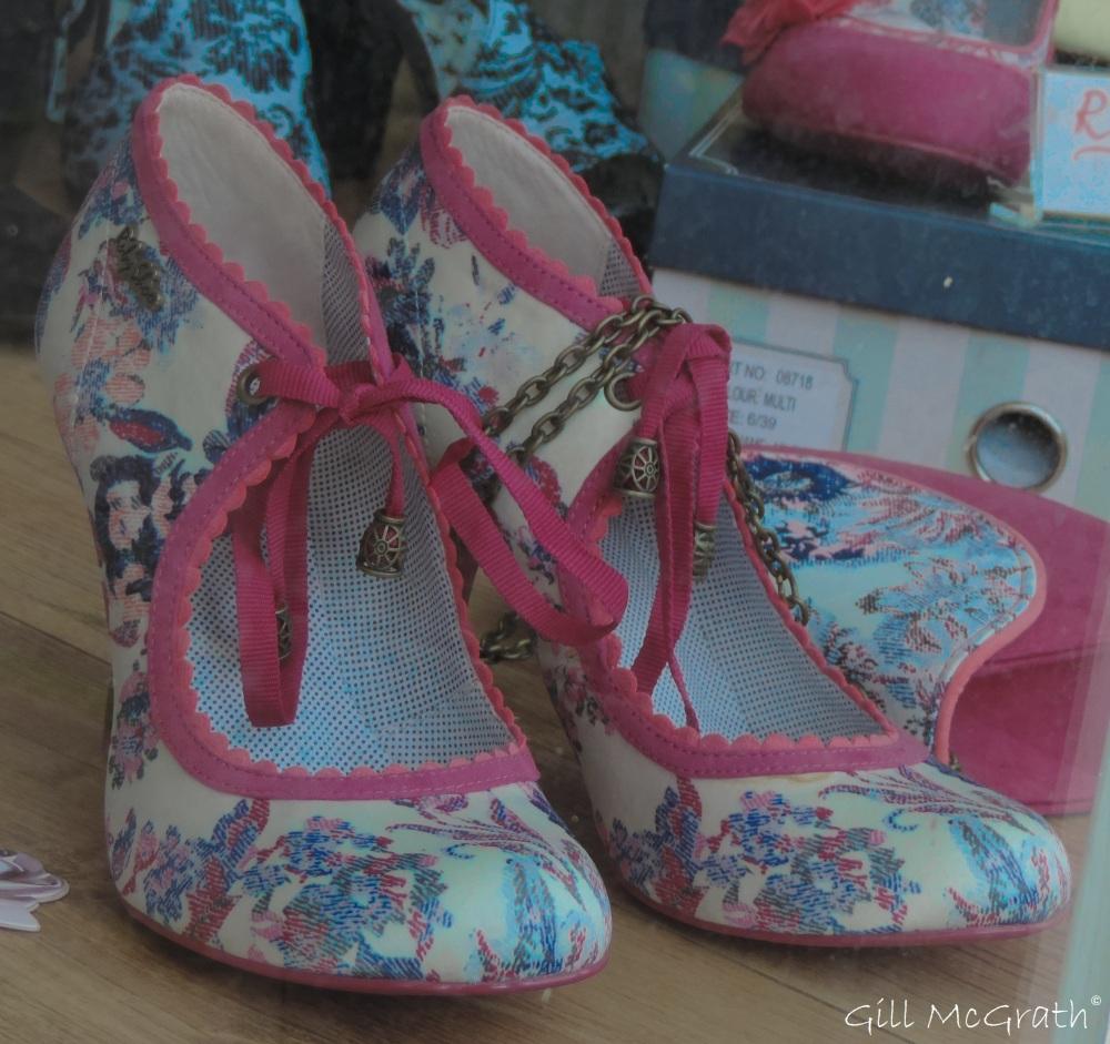 2 2015  09 15  shoes DSCN3075.jpg sig